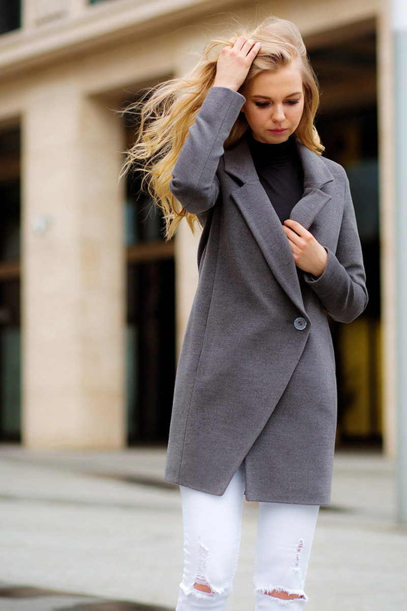 короткое серое пальто